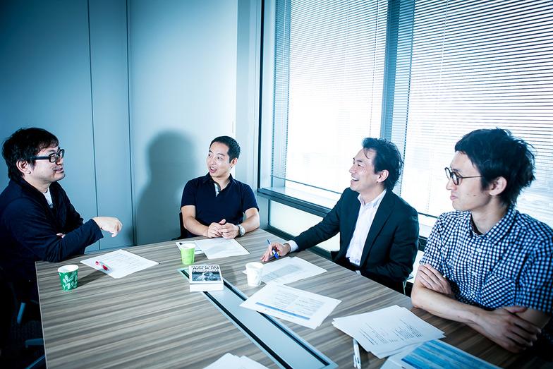 左から電通の笹川氏、グローバル・ブレインの青木氏、A.T.カーニーの石田氏、電通の片山氏