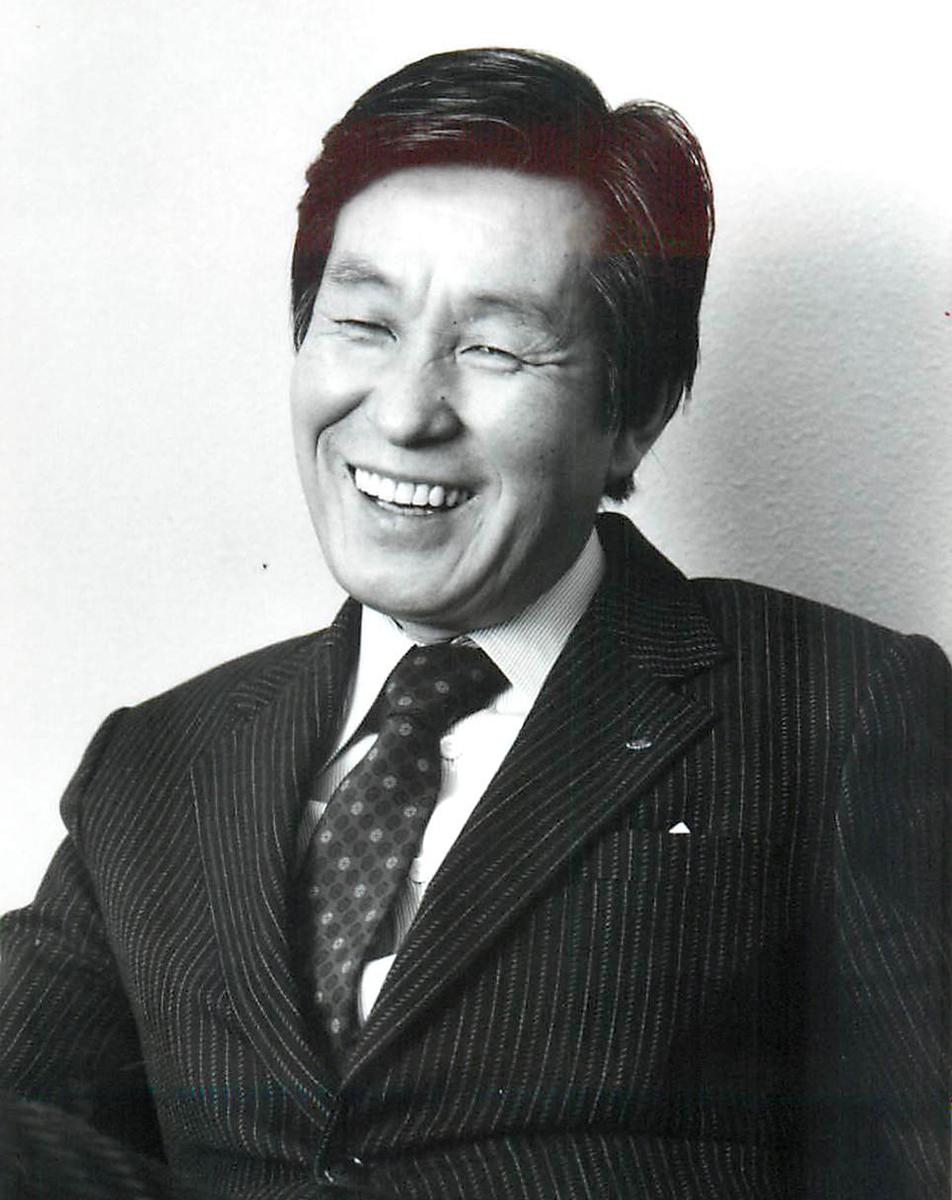 加藤菊造といえば、紺のスーツに紺のコート。いつもダンディなたたずまいだった