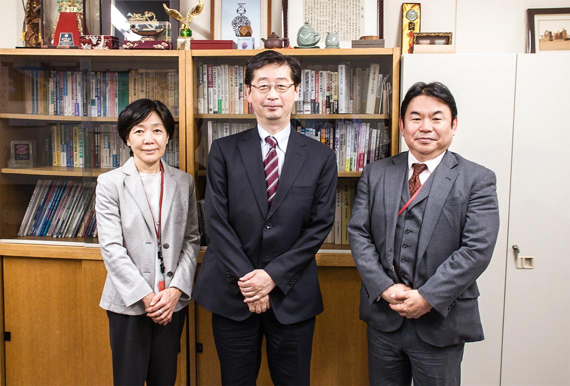 国土交通省の海堀審議官(中央)、トランザックスの小倉社長(右)、電通総研の大越所長(左)