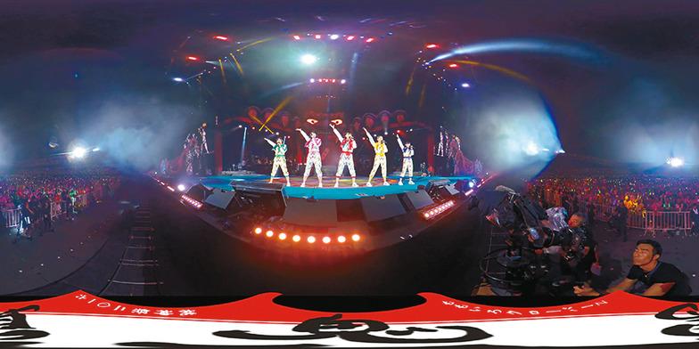 現在、VR THEATERでは、2015年夏にももクロが静岡県のエコパスタジアムで開催した「ももいろクローバーZ 桃神祭2015」のVR コンテンツを提供。4万5000人以上を動員した巨大スタジアムのステージ上から、ももクロ目線で360度ライブが体験できる。2月にはLIVE BD&DVD「桃神祭2016」も発売される。今後のももクロVRコンテンツにも乞うご期待。(写真は「桃神祭2016」のVR映像から)