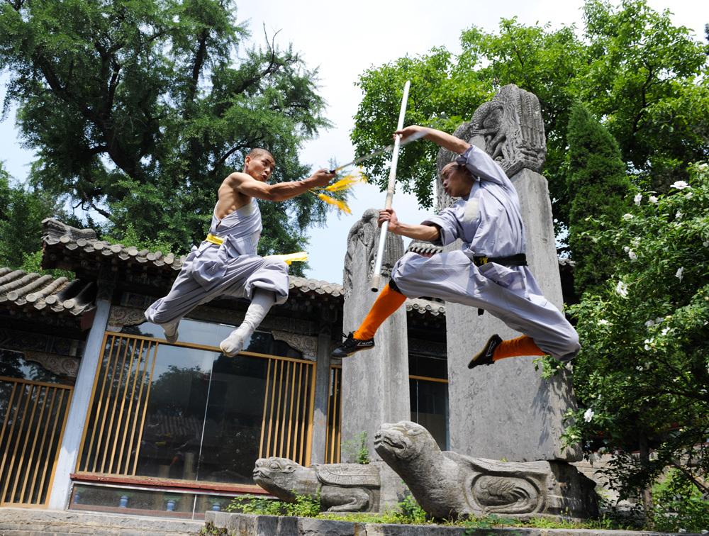飛翔する僧侶