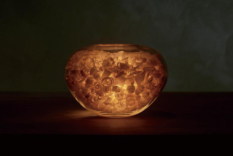 カンナ屑ノ灯/木くずから透ける光と、澄んだ木の香りを楽しむ照明