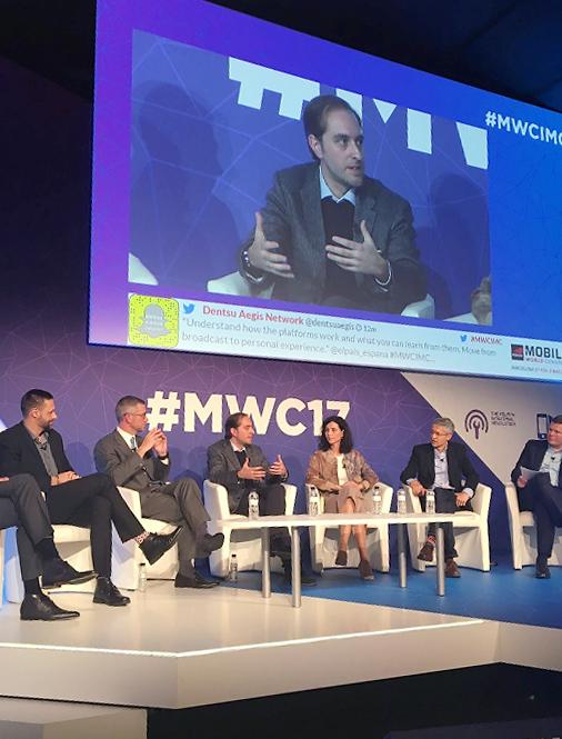 Content&Mediaのグローバル・イノベーションパネルセッションでの ニューヨーク・タイムズのラバレー氏(中央)