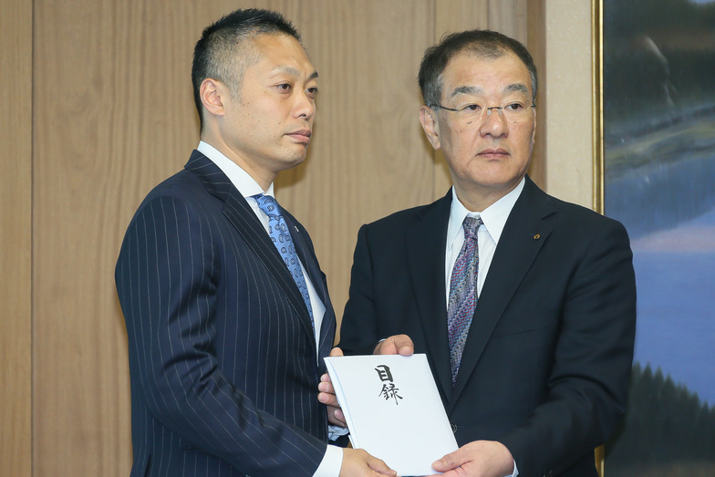 加藤社長(左)と田嶋副知事