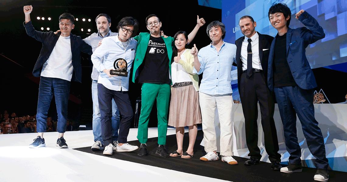 モバイル部門「グランプリ」の受賞シーン