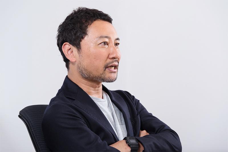 窓のない部屋に朝から晩までこもって、審査の議論を重ねたという本田哲也さん