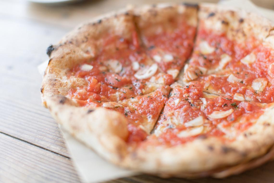 カフェ・オニヴァのピザ