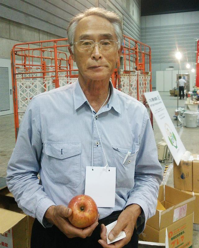 「薬石リンゴ」をつくる留目昌明さん
