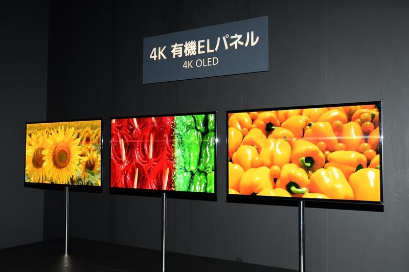 パナソニック:日本初公開の「4K有機ELパネル」の視聴コーナー