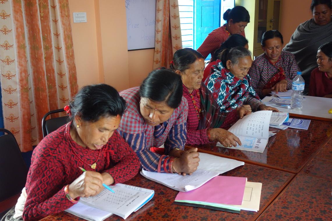 女性たちのための識字クラス(ネパール)