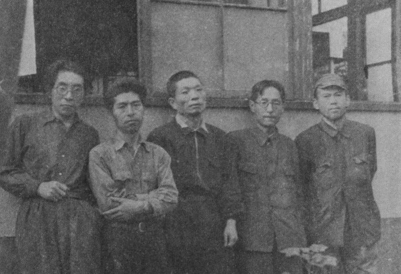 「まるで敗残兵だ」といわれた写真。左から、山名文夫、今泉武治、花森安治、新井、栗田次郎