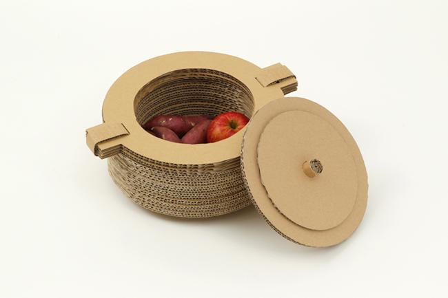 燃えてなくなる「紙鍋」/5CRP局・青木謙吾―さつまいもなどの食材を入れ、鍋ごと燃やして調理するアウトドア用調理グッズ。
