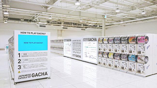 関西国際空港に並ぶガチャマシン