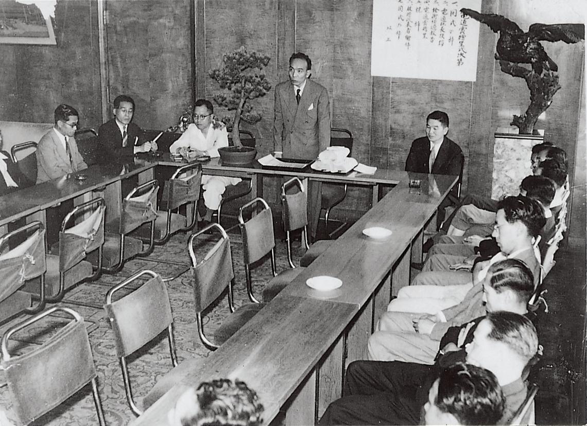昭和23年7月に開催された第1回広告電通賞贈賞式