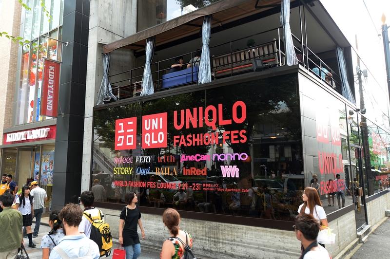 「UNIQLO FASHION FES LOUNGE」オリジナルメニュー販売、ユニクロ秋冬コレクションやヒルズのイベントの模様を上映
