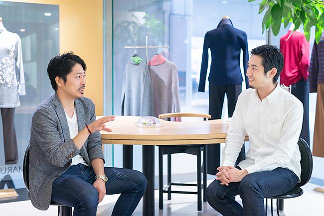 (左から)吉川隼太氏、山田敏夫社長(ファクトリエ)
