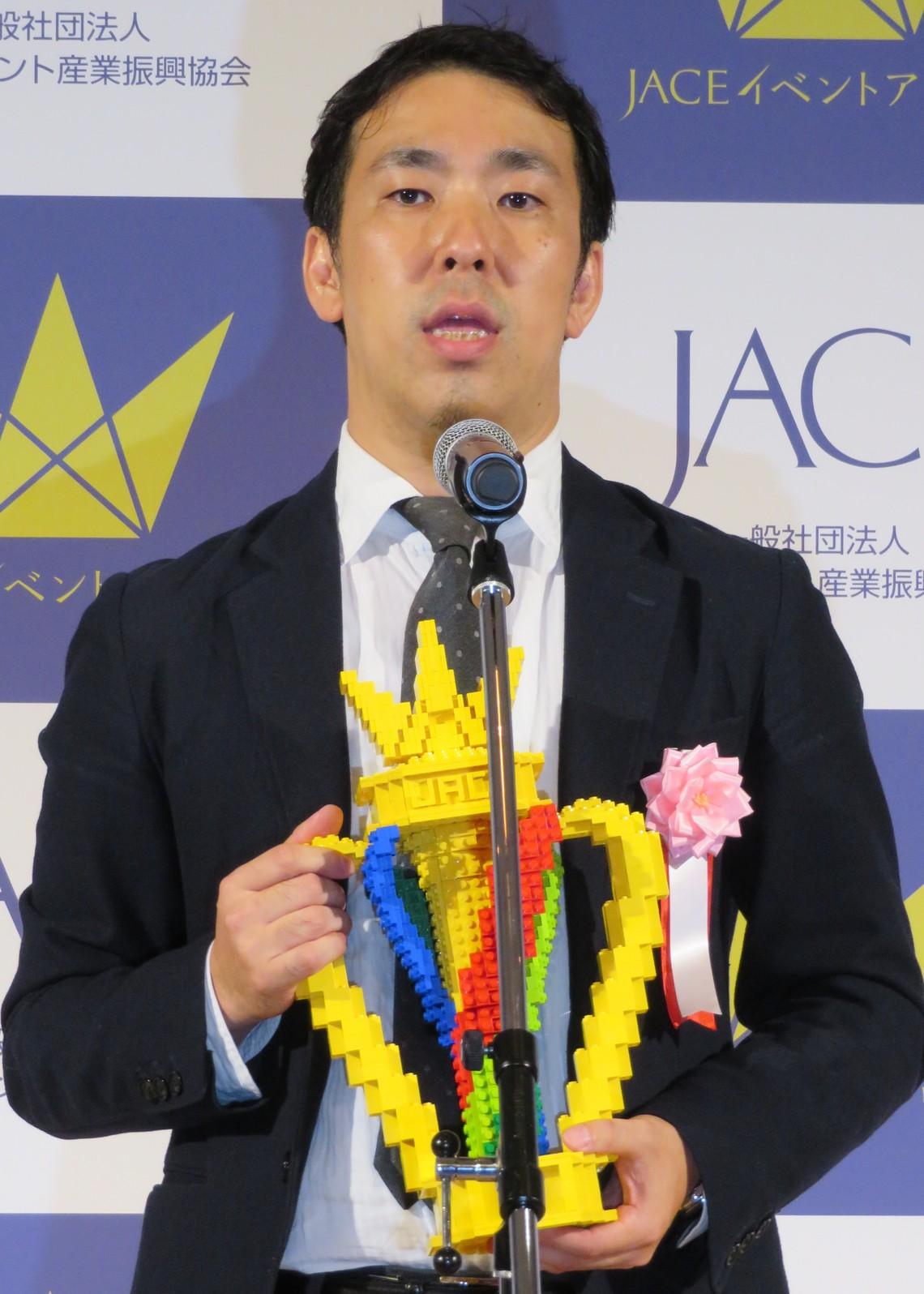 世界展開に意欲を示した塚本氏