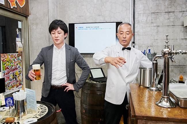 (左から)三澤茂太氏、重富寛氏(重富酒店)