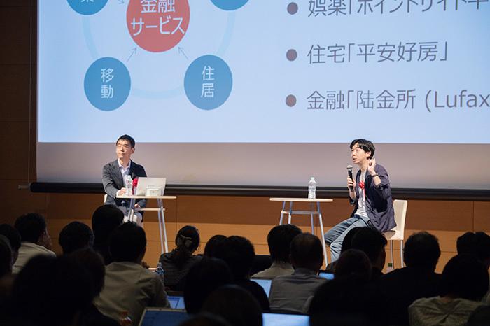 写真左からビービットの藤井保文氏、電通デジタルの八木克全氏。