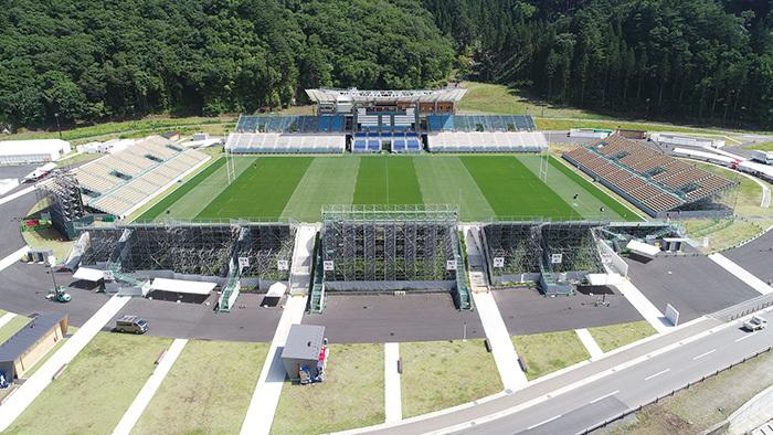 釡石鵜住居復興スタジアム。2018年8月完成。常設6000席だがW杯では1万席を追加し1万6000席となる。9月25日のフィジー対ウルグアイ、10月13日のナミビア対カナダの2試合を実施する