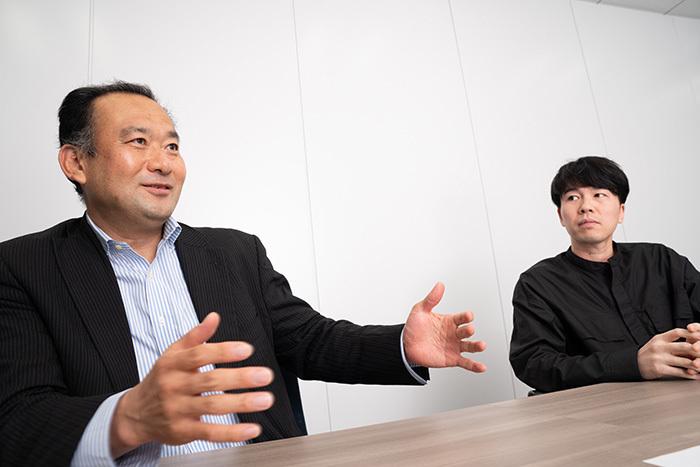 (左から)鈴木禎久氏(電通デジタル)、佐藤俊介氏(トランスコスモス)
