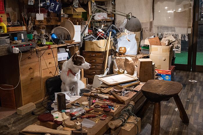 アイヌ工芸の作業場