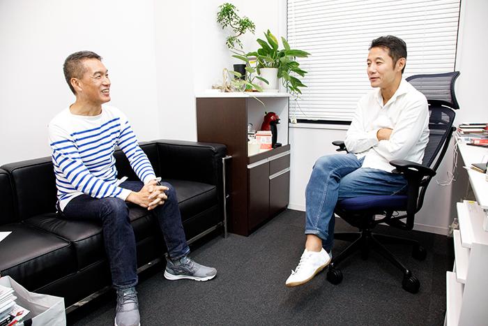早稲田大学ビジネススクール・入山章栄教授(写真右)と電通・クリエーティブディレクター・武藤新二(同右)