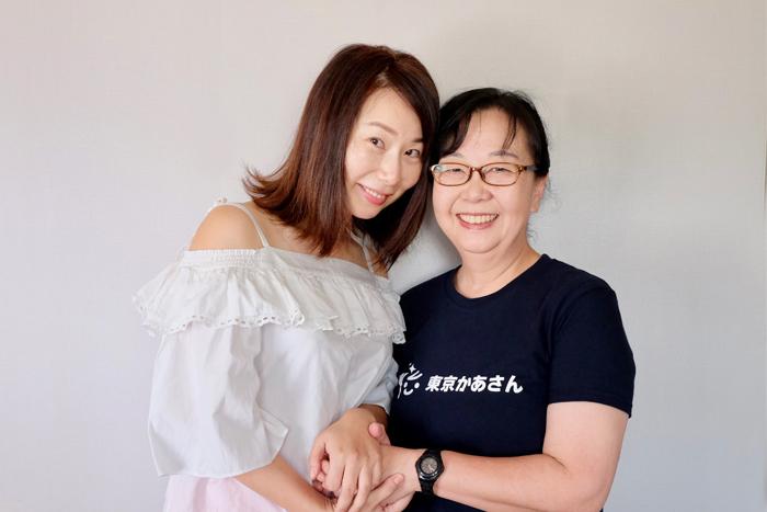左から、利用者の藤井さん、「東京かあさん」ひろこママ