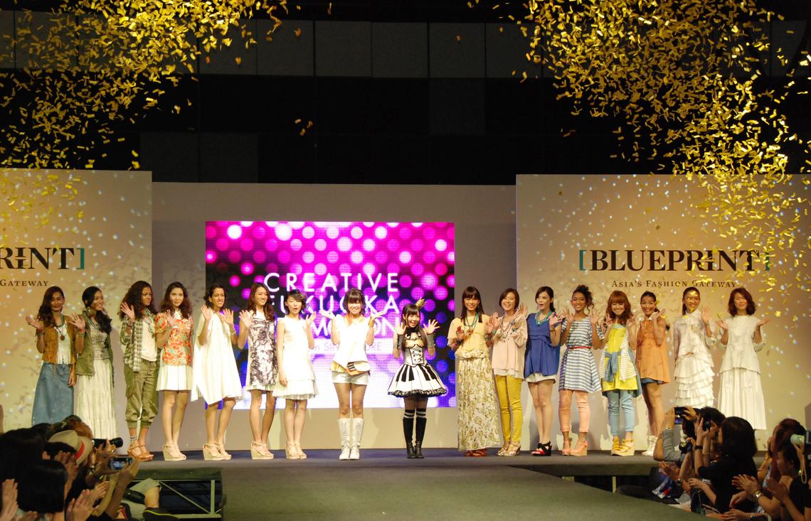 地元アパレルブランドとクリエーター、アイドルが連携したFACoのファッションショー (NNA撮影)
