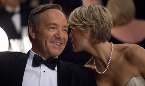 ネットフリックスが2013年に配信した「ハウス・オブ・カード 野望の階段」はネットドラマとして初めてエミー賞3部門を受賞し注目を集めた