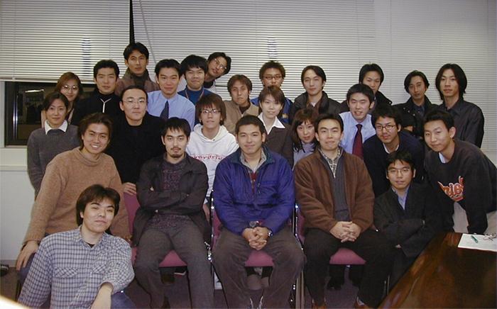 前列中央が宇佐美氏(当時)。インターネットが黎明期だった1990年代に起業家人生をスタートした。のちに東証1部上場を成し遂げることになるが、それはまだ先のお話。