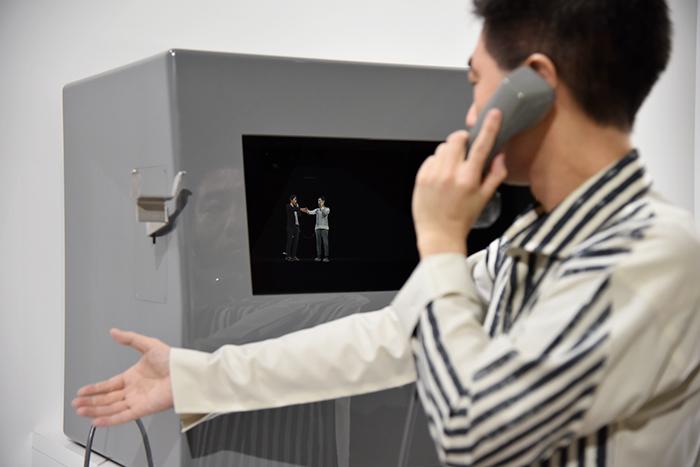 NTT研究所とDentsu Lab Tokyoの共同展示作品:+3人称電話