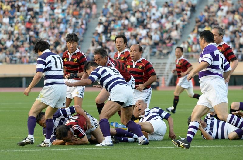 ラグビーは、同競技場で活躍した早稲田大OBと明治大OBによるレジェンドマッチが行われた