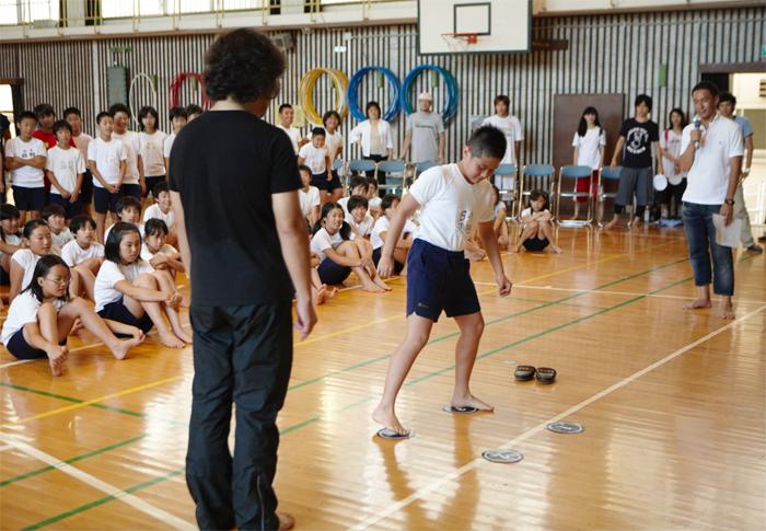 パパイヤ鈴木さんによるデモ授業も行いました。教えるのではなく、体感させる。教わるのではなく、体験する。その喜びが、写真からも伝わってきます。
