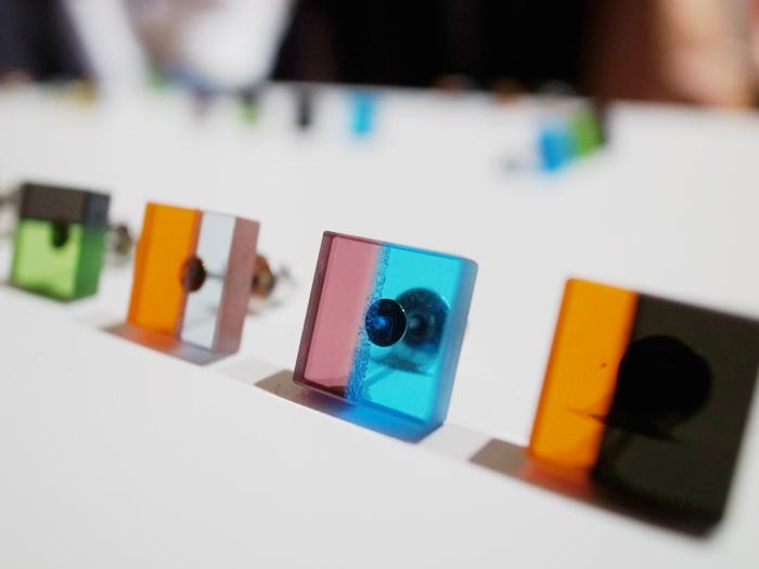 プロダクトデザイナーとの協業で製作したガラス製ピアス
