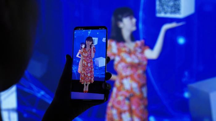 池田エライザさんの「AR接客」