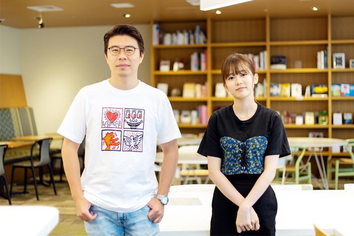 (左から)アーロン・ズーさん、川口葵さん