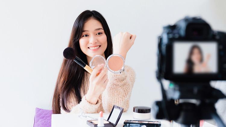 自分の価値観や世界観を重視する生活者が増える中、SNS上で多くの共感を集めるインフルエンサーの役割が大きくなった。特に中国では、企業が自社の世界観にマッチしたインフルエンサー(KOL)を起用する「ライブコマース」が盛んだ。