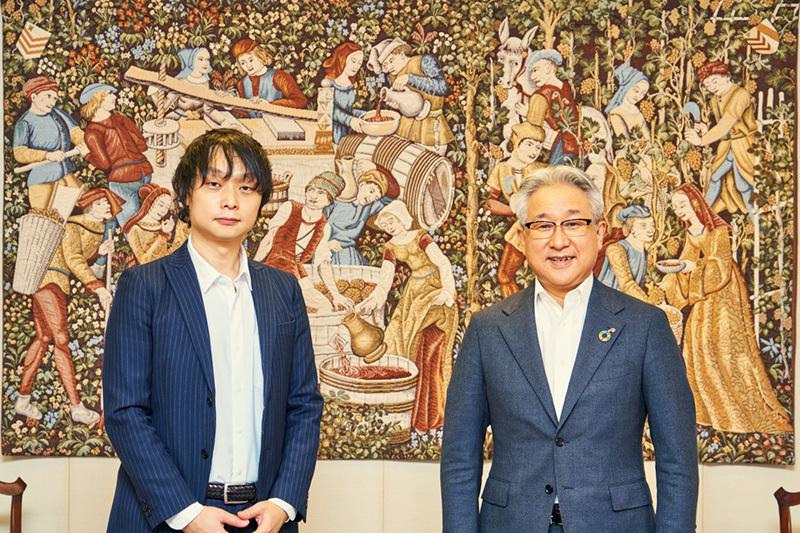味の素社・西井孝明社長(右)と電通ビジネスデザインスクエア・山原新悟氏