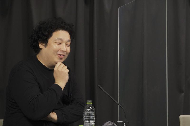 施井泰平 (スタートバーン代表取締役) 1977年生まれ。少年期をアメリカで過ごす。東京大学大学院学際情報学府修了。2001年に多摩美術大学絵画科油画専攻卒業後、美術家として「インターネットの時代のアート」をテーマに制作、現在もギャラリーや美術館で展示を重ねる。2006年よりstartbahnを構想、その後日米で特許を取得。大学院在学中に起業し現在に至る。東京藝術大学での講義をはじめ、講演やトークイベントにも多数登壇。特技はビリヤード。