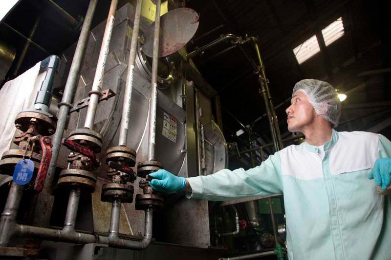 脱塩装置。20年前に誕生した海水を飲み水に変える装置、それを梅干し専用に作り替えた装置。初期投資に数億円、維持費に数千万円かかる装置を真っ先に導入し、現在も100%運用できている会社は他にないんじゃないかと思います。