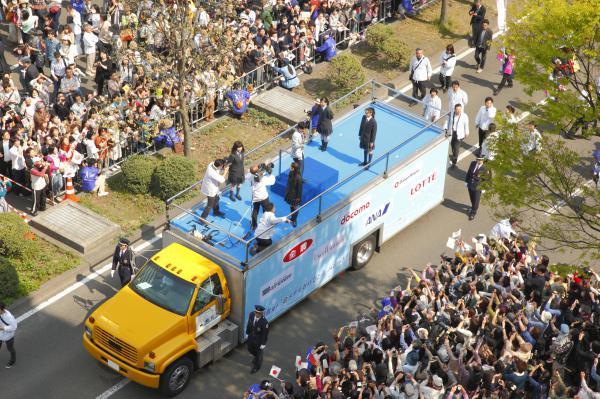 羽生結弦選手「金メダルおめでとう」パレード