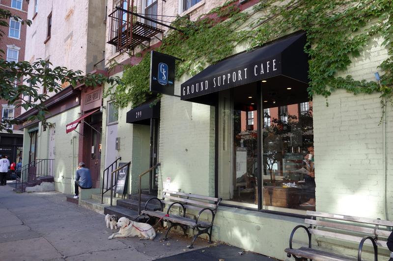 NY勤務の友人に教えてもらったコーヒー屋さん、Ground Support Cafe。 SOHOにあります。僕のかなりお気に入りのお店です。日本にもできないかなあ…。