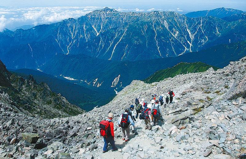 ステップアップ型登山ツアー