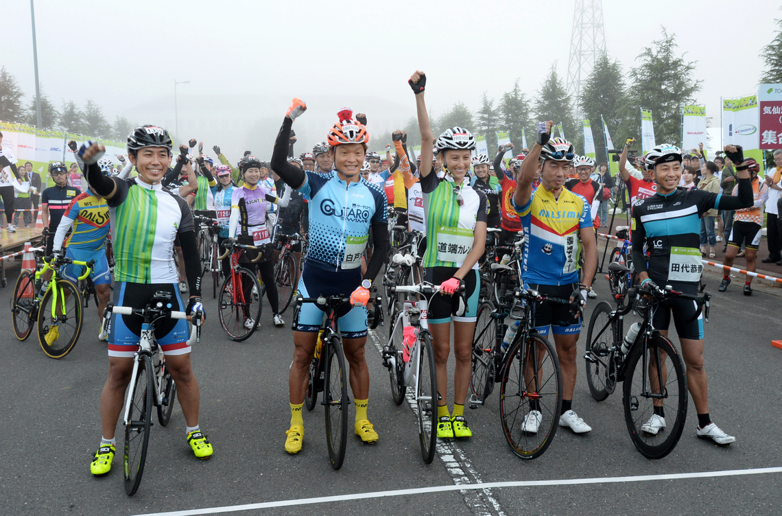 道端カレンさん(中央)は、今回追加された220キロの最長コースに挑戦した