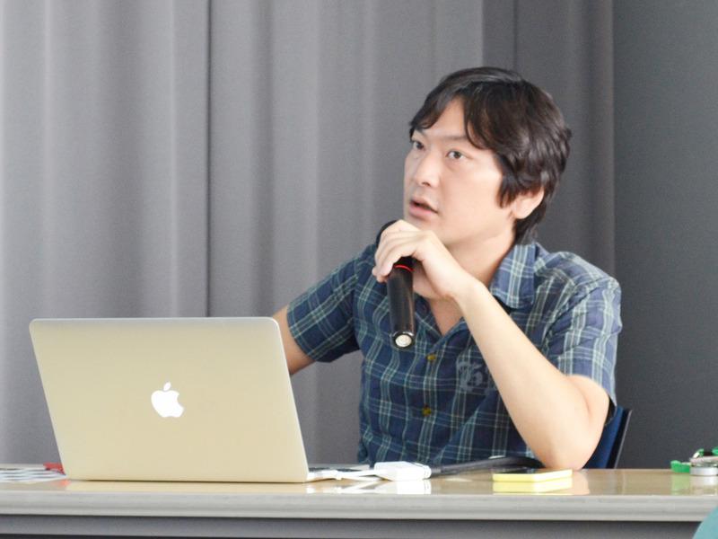 ゲストに世界で活躍する広告クリエーター、PARTYの中村洋基氏を迎え、講義と演習が行われました。 仕事の裏話など、普段は聞けない話に、学生たちの目もキラキラ。