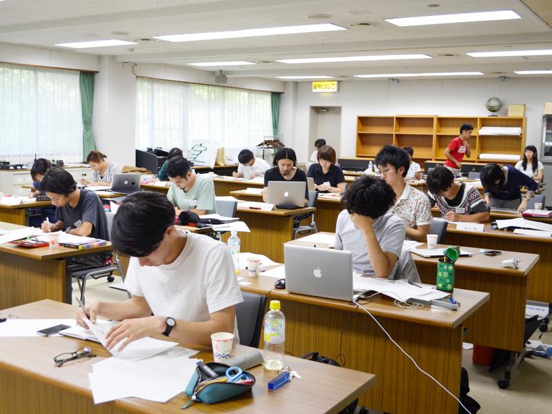 場所を電通鎌倉研修所に移して、1泊2日の演習です。缶詰めになって、朝から晩まで課題と向き合い、自分の限界に挑戦しました。