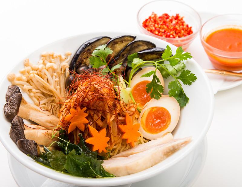 cafe dining INDOCHINE[タイ・ベトナムカフェダイニング]_激辛!秋のヘルシータイ風油そば