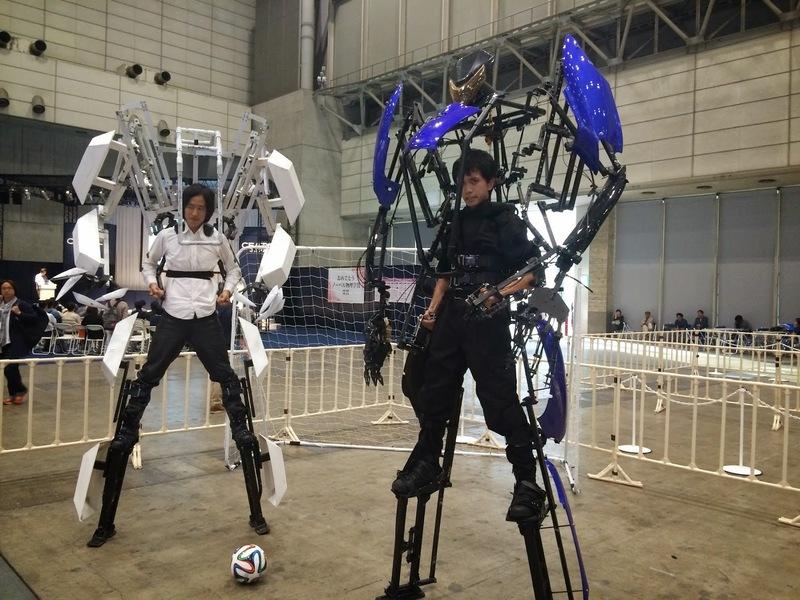 CEATEC JAPAN 2014ではスケルトニクスでフットサルをするパフォーマンスも!