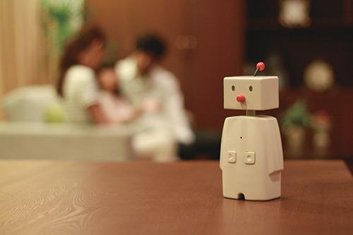 家族をゆるいコミュニケーションでつなぐ留守番ロボット「BOCCO」は、ユカイ工学開発の最新プロダクト